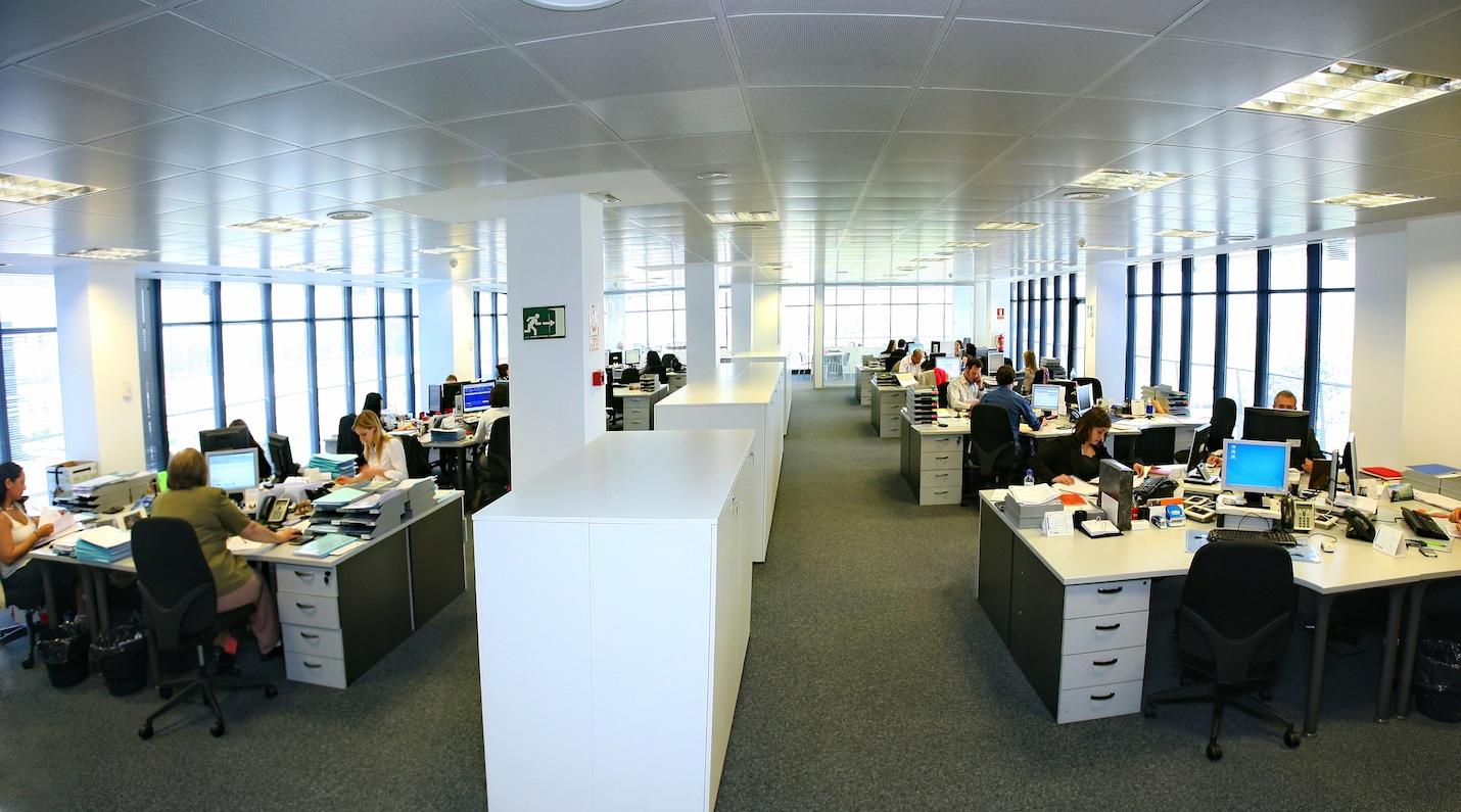 Administradores de fincas y asesor a inmobiliaria sc for Oficinas bbk en barcelona